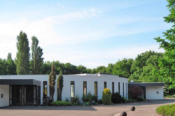 Crematorium en begraafplaats Essenhof, Uitvaartverzorging Yvonne, Uitvaart oud-beijerland, uitvaart barendrecht, uitvaart barendrecht, uitvaartverzorging, persoonlijke uitvaart, Uitvaart Rotterdam, heeft goede ervaringen met dit mooie crematorium.